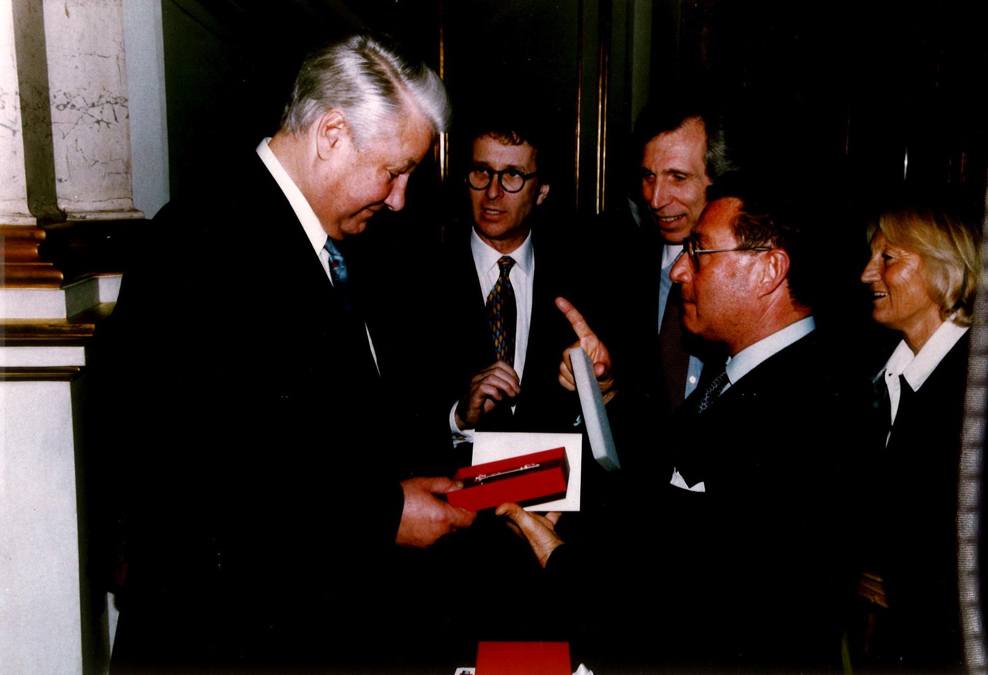 Boris Yeltsin.  Alberto Vitale. A Kremlin gift.